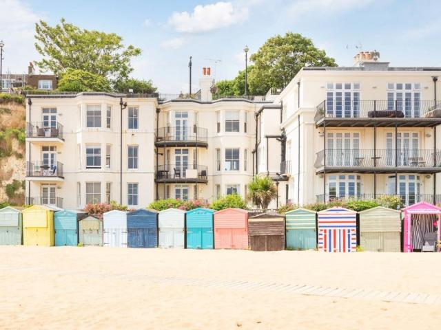 1 Bed Flat For Sale In Broadstairs, Kent - 1/25